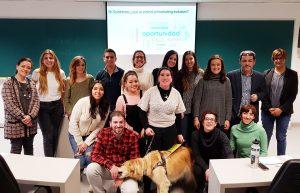 Foto final de grupo en el tercer Seminario de marketing inclusivo en la Universidad de Navarra