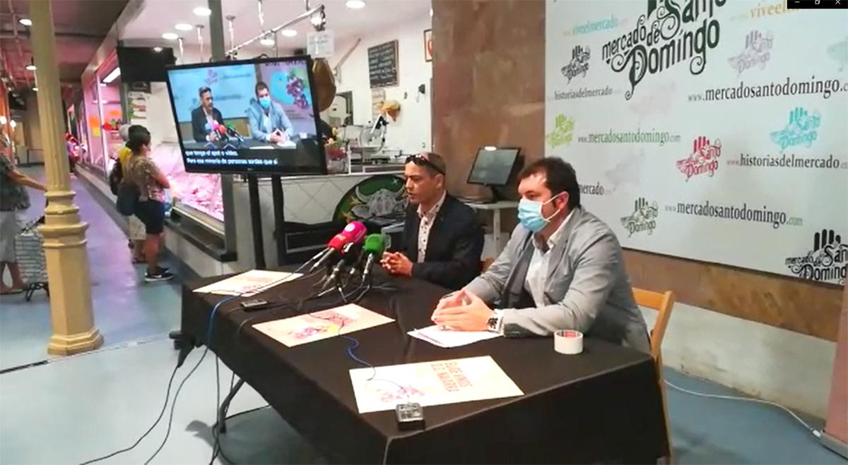 Luis Casado y David Palacios, presidente del Consejo Regulador de la D.O. Navarra, hablando en la rueda de prensa